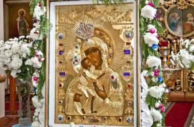 27 березня — ікони пресвятої Діви Марії «Феодорівської». У неї просять добробуту для родини.